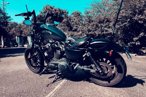 Harley Davidson 883 Iron Preta