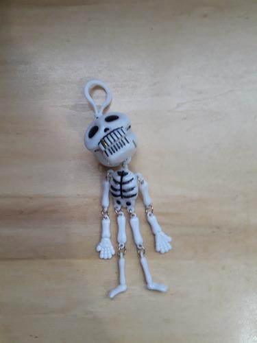 Esqueleto Mordiscos Baila Woofer Espejito Auto Blanco Ch68