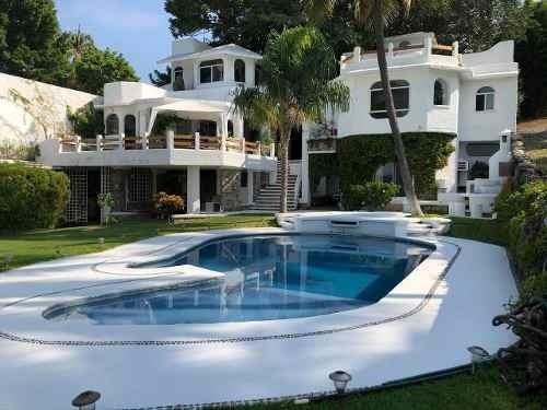 Hermosa Residencia Estilo Griego A Orilla Del Lago De Teques