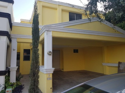 Casa En Cerradas De Anáhuac 2do Sector, General Escobedo