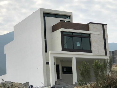 Casa En Venta En Santoral Ii Por Dominio Cumbres