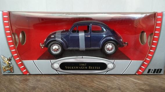 Miniatura Volkswagen Fusca Beetle 1967 Road Signature 1:18