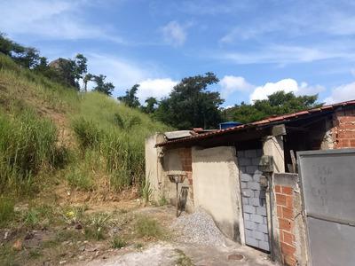 Casa Em Obra, Sala Já No Piso, Copa, Cozinha E Banheiro.