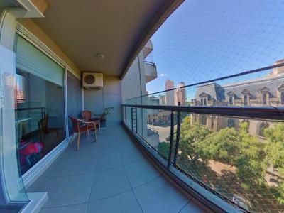 Departamento De 2 Dormitorios Con Parrilla En El Balcón - Frente A La Aduana