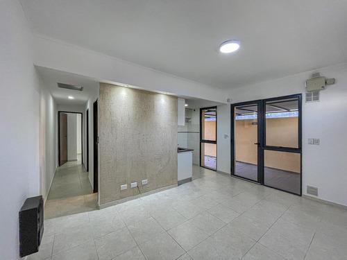 Imagen 1 de 15 de Casa Al Frente 2 Dormitorios Con Patio Y Cochera