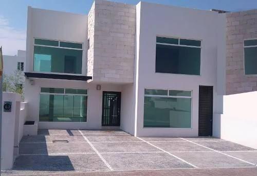 Se Vende Hermosa Casa En El Refugio, En La Mejor Etapa