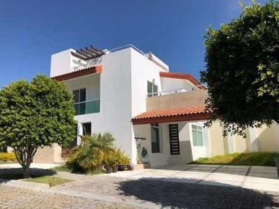 Casa En Renta En Esquina, Lomas I, Cluster 1111, San Andrés Cholula, Pue