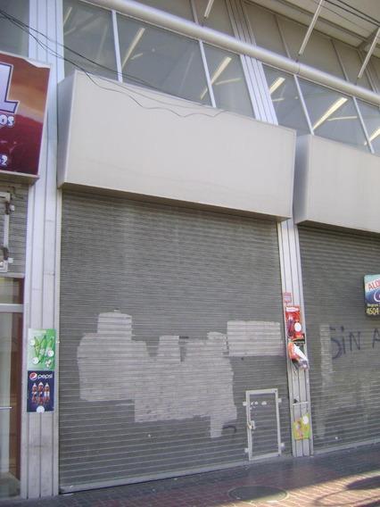 Local En Alquiler De 4x8 Sobre Av. Rivadavia.