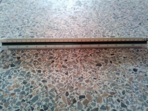 Imagen 1 de 2 de Escalímetro Triangular 30cm
