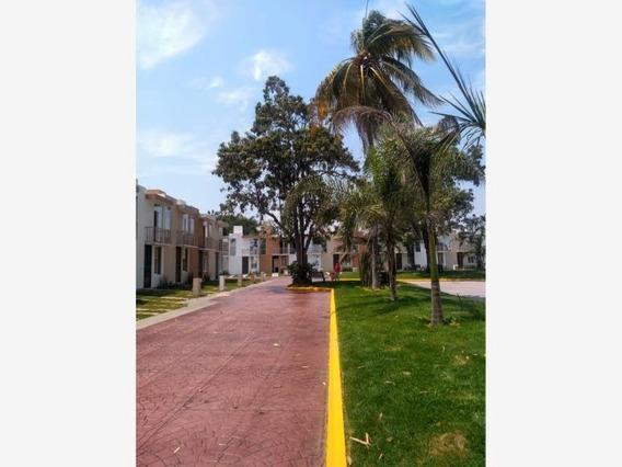 Casa Sola En Venta Condominio Real Monarca; V.a, Colima; Con Acceso A La Alberca