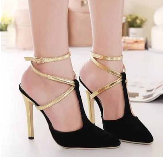 Scarpin Luxo Dourado.