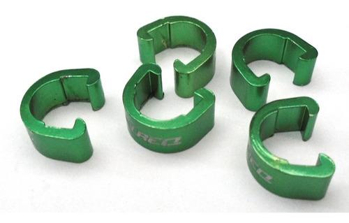 Imagem 1 de 3 de Presilha Clip Talreq Conduíte Hidráulico Alumínio Verde.