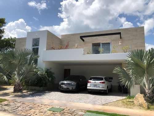 Residencia En Privada Kutz, Yucatán Country Club.