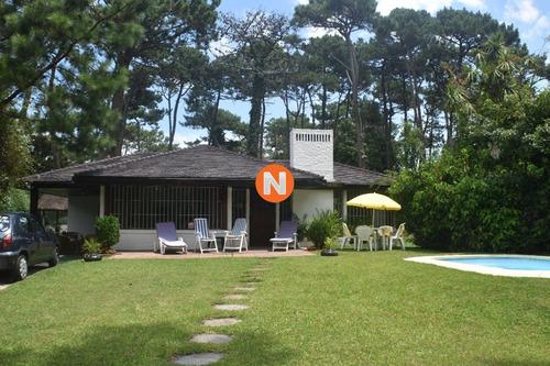 Casa A La Venta  En Zona San Rafael, Punta Del Este- Ref: 213383