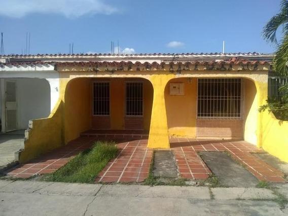 Casas En Venta El Amanecer Cabudare 20-2547 Rg