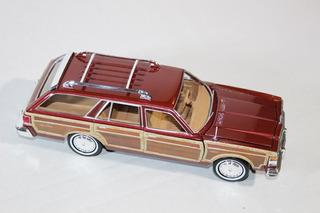 Chrysler Lebaron Country 1979 De Motormax 1/24. Nuevo