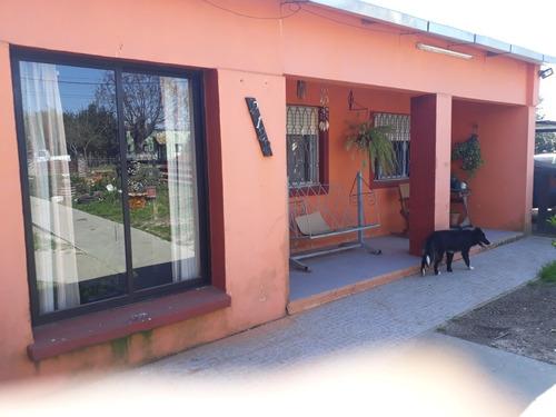 Casa 3 Dormitorios, 2 Baños, Living Comedor Con Hogar,