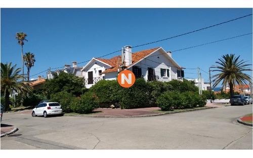 Casa En Venta, Peninsula, Punta Del Este, 4 Dormitorios.- Ref: 209074