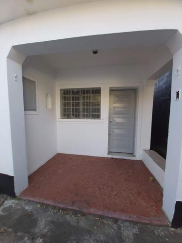 Casa Térrea Com 2 Dormitórios E Edícula Completa. Fl47