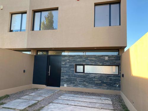 Imagen 1 de 14 de Duplex Cipolletti Barrio Ayres Del Valle