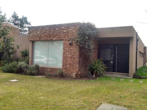 Imagen 1 de 14 de Casa En Venta En Casco De Alvarez