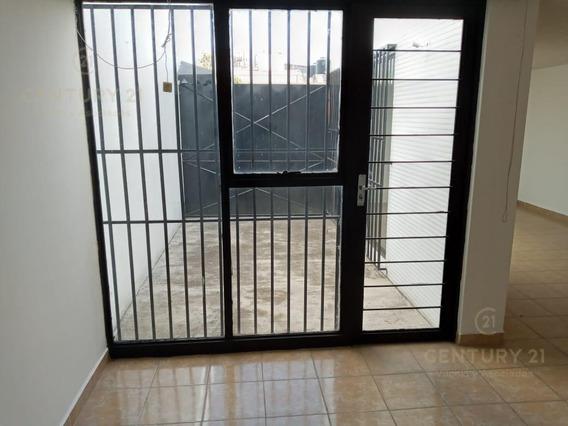 Casa En Renta En Col. Ciprés.