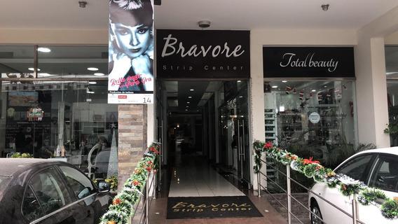 Local Para Salón De Belleza ,venta De Productos O Cafetería.