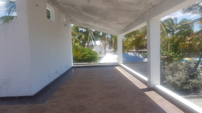 Villa Frente A La Playa, En El Centro De La Bahia De Ocoa