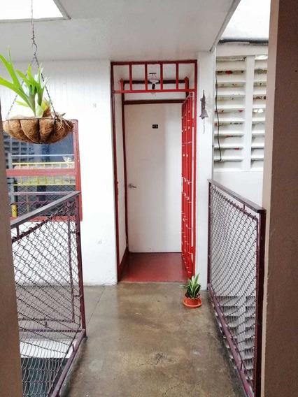 Apartamento Dos Cuartos, Muy Centrico, Facil Acceso.