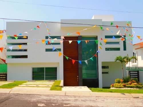 Venta De Casa Estilo Minimalista En Lomas De Cocoyoc