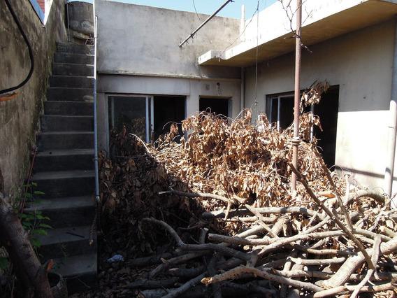 Ph Con Una Casa A Demoler Y Otra Con Posibilidad De Reciclar