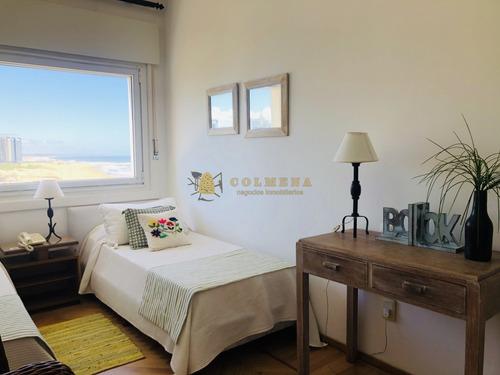 Apartamento En Alquiler En La Peninsula, De 2 Dormitorios, 2 Baños, Cocina Integrada, Living-comedor.- Ref: 2273