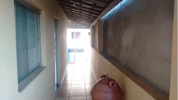 Ótima Casa Localizada No Bairro Funcionários, Com 02 Quartos, Sala, Cozinha, 01 Banheiro Social, Varanda, Área De Serviço E Garagem Com Vaga Para 01 Carro. - 2638