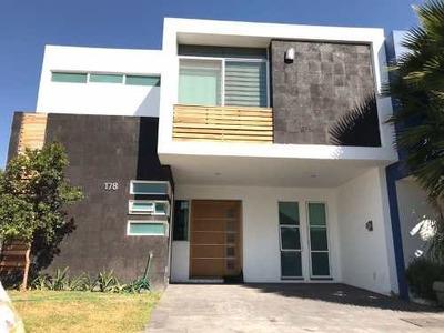 Casa En Renta En Zona Real, Zapopan, Jal.