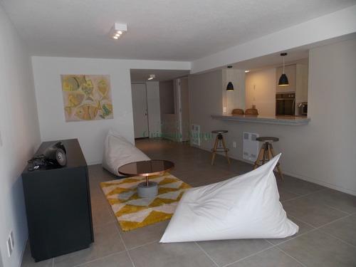 Amplio Apartamento En Muy Buena Torre Frente Al Mar. Totalmente Reciclado- Ref: 16270