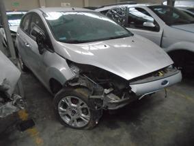 Ford Fiesta Kinetic Design 1.6 Se Plus 2014 Chocado Gris