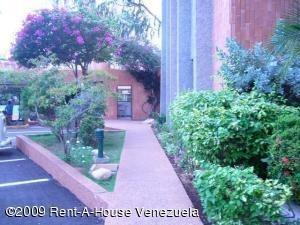 Apartamento En Venta. La Lago. Mls 19-20049.