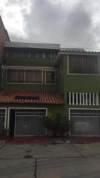 Casa Con 153m^2 X3 Niveles De Construcción, 7 Hab Y 5 Baños
