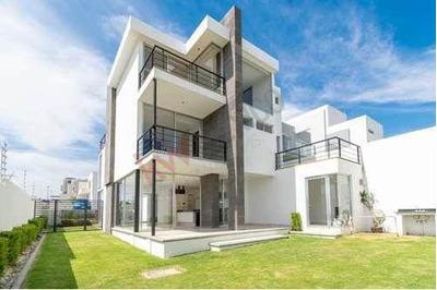 Oportunidad! Contemporánea Casa De 3 Niveles Y En Esquina, Cumbres Del Lago Juriquilla.