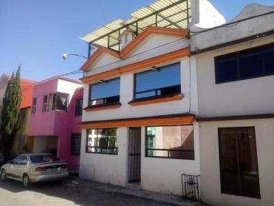 Casa En Col. Club Jardin, Toluca.
