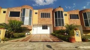 Townhouse En Venta Sabana Del Medio San Diego 20-9093 Rahv