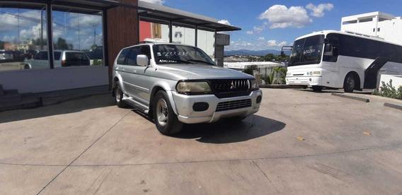 Mitsubishi Montero 2001