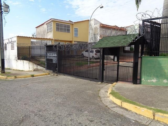 Casa En Venta La Rosaleda Barquisimeto Lara 20-6248 Mz