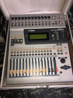 Consola Digital Yamaha 01v
