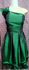 Vestido Em Tafetá Verde Tamanho P Semi Novo Usado Uma Vez