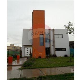 Casa Moderna Y De Categoría En B° Sol Andino 1