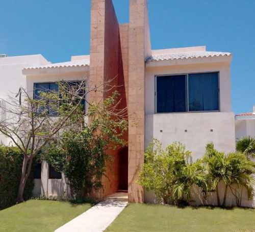 Casa En Venta En Isla Dorada, Cancún, México