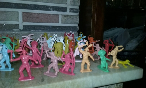 Imagen 1 de 4 de Antiguos Cowboys Indios Plastico Impecables X Unidad