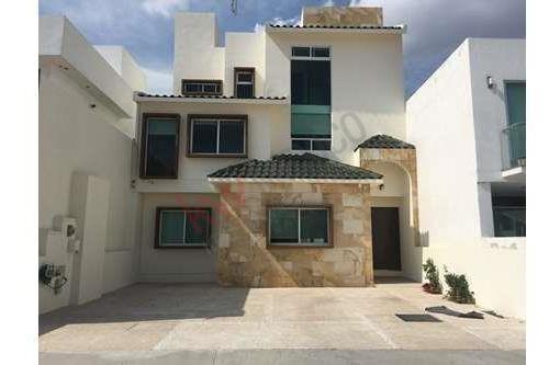 Casa En Venta/renta Semiamueblada Con Vista Panorámica, Cumbres Del Lago