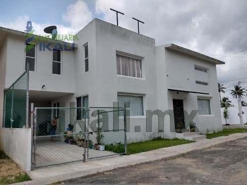 Venta Casa 3 Habitaciones Fracc. Las Palmas Tuxpan Veracruz. Ubicada En Esquina, La Casa Consta De 2 Plantas, En Planta Baja Cuenta Con Estacionamiento Techado Y Destechado Para 2 Vehículos, Sala Amp